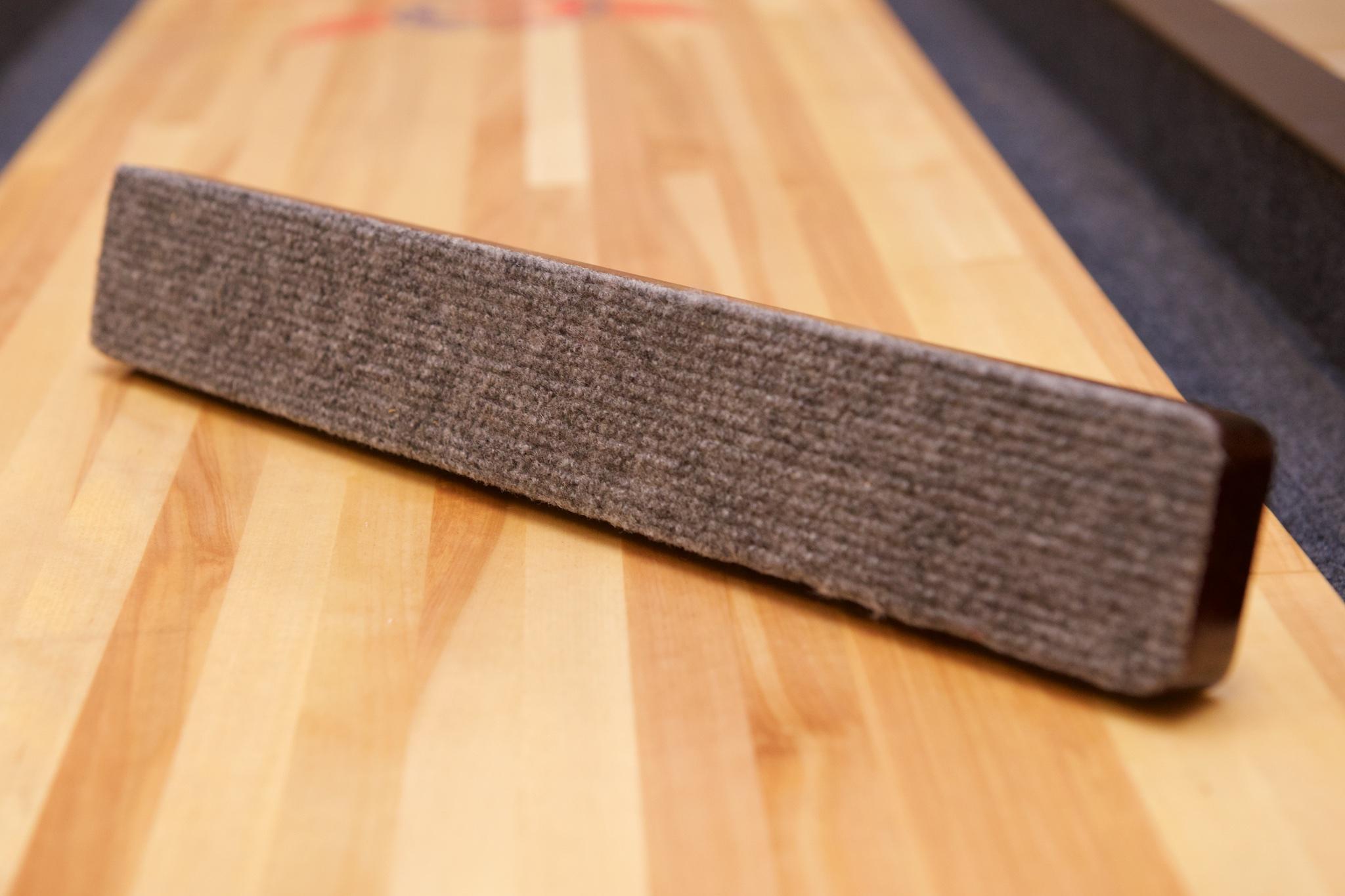 Shuffleboardkost og børste på undersiden